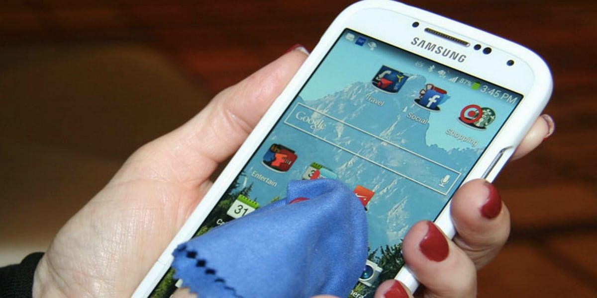 desinfectar correctamente la pantalla de tu móvil Android
