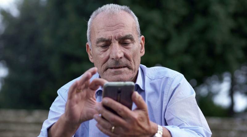 Estos son los mejores móviles para personas de la tercera edad